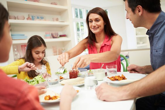 The Family Kitchen + 7 Tips for a Calm Dinner (From Parents)!