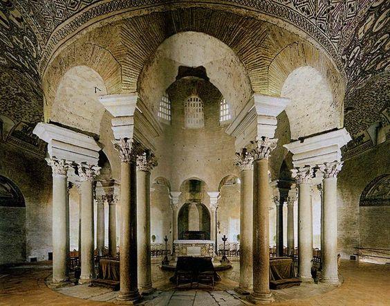 Mausoleo di Santa Costanza datato al IV secolo fatto costruire a Roma dalla figlia di Costantino.