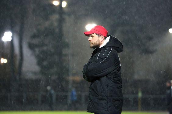 Cheftrainer #Steffen #Baumgart schaut sich das Spiel seiner Jungs an. | Achtelfinale: #Hertha03Zehlendorf vs. #BAK07 (Saison 15/16) - Ergebnis: 1:0 Niederlage