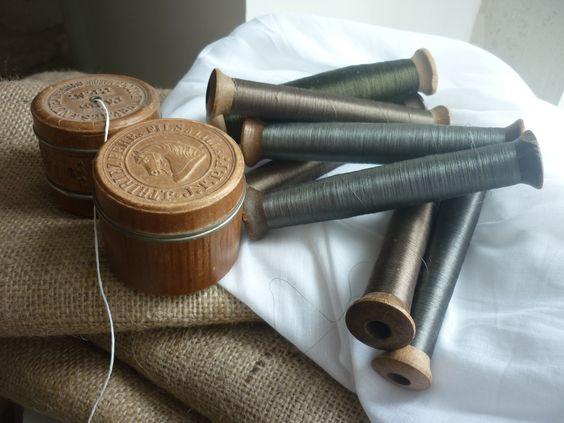 boîtes à fil anciennes et bobines de soie chez labrocantedenel.canalblog.com