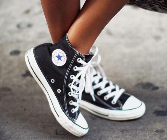 Wanted : des jambes ultra bronzées et une paire de converses noires semi-montantes ! (blog Sincerely Jules)