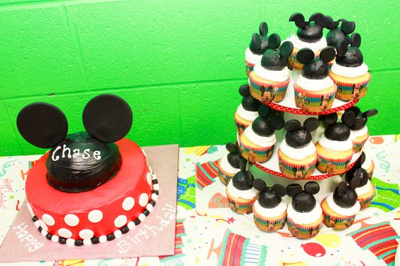 Stephanie made Chase's Mickey Mouse cake for his 3rd Birthday.  It was perfect for his Mickey Mouse themed party.