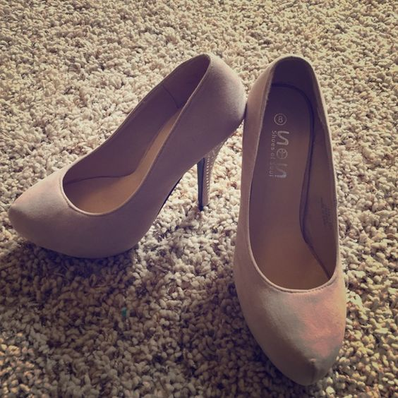 SOS nude heels Very cute nude colored heels by Shoes of the Soul with cute jeweled accents on the heels. Shoes of Soul Shoes Heels