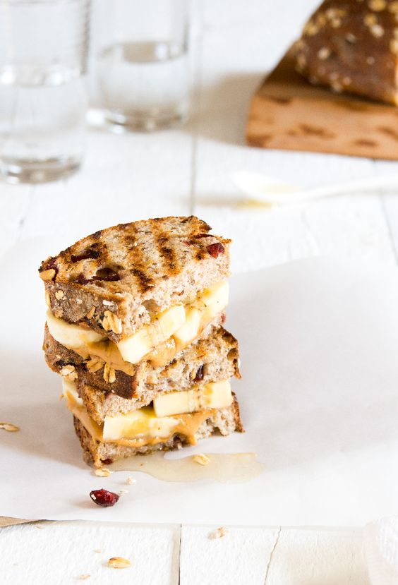 Peanut Butter and Banana Sandwiches on Grilled Cranberry Raisin Bread | LunchingDaily.com