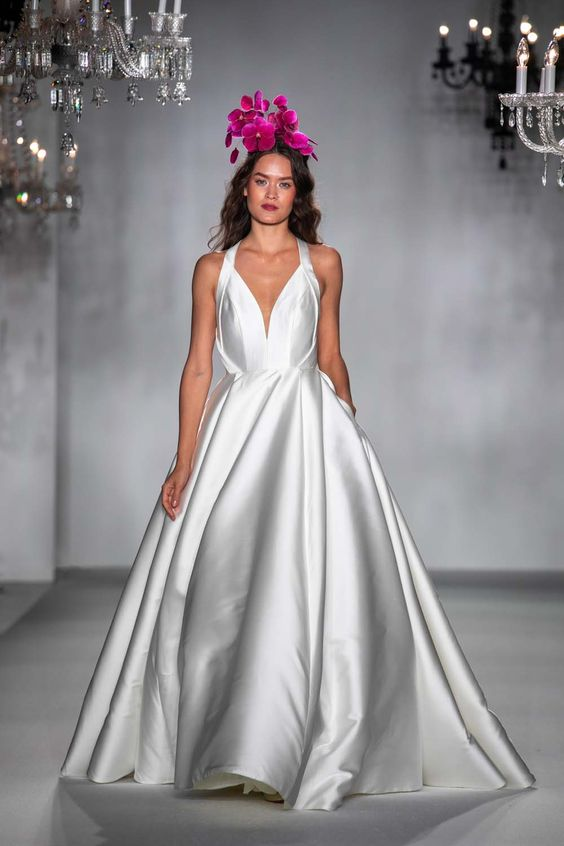 #annebarge #2020wedding #2020weddingdresses #weddingtrend #weddingdresses #brides #bridalgown #modernwedding