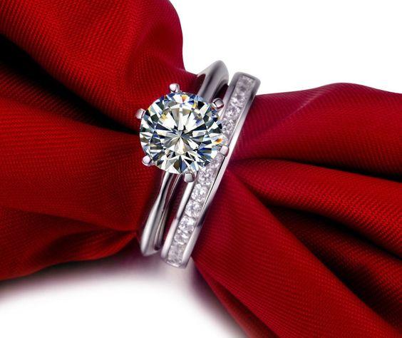 ANELLI CON DIAMANTI Scopri tutto il catalogo di anelli con diamanti in oro ai migliori prezzi su Torinogioielli.com. Troverai l'anello con diamanti perfetto per ogni occasione! Vai al catalogo online: http://www.torinogioielli.com/vendita-gioielli-online/anelli-con-diamanti/