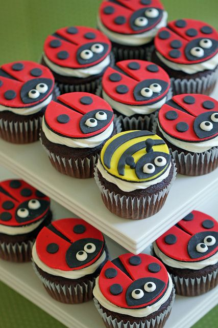 The easiest and cutest homemade ladybug cup cakes!