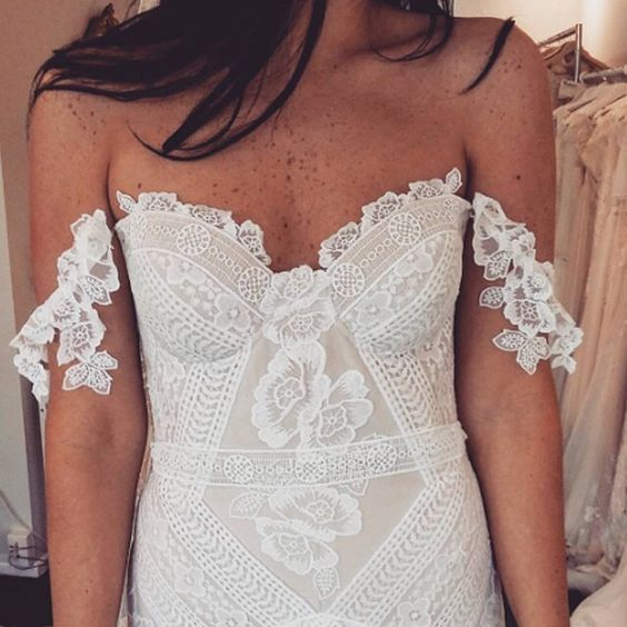 Paper Swan customer in Wellington tries the Fox Gown on, and looks like a goddess!! The Fox Lace is so intricate, and designed in house; exclusive to Rue De Seine. @paperswanbride #whatafit #thosedeatils #foxgown #foxlace #ruedeseine #nomadiclove #thosefreckles