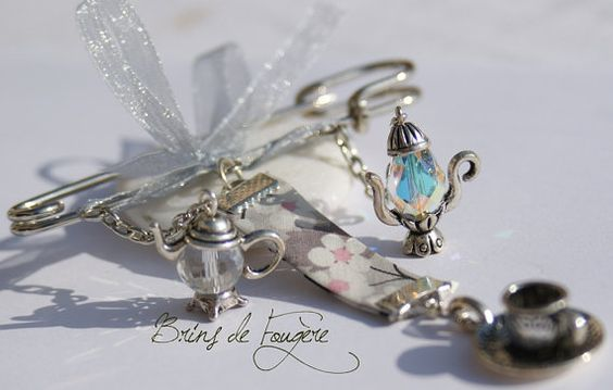 Hi. This is a handmade brooch. You will find two teapots made of a crystal-bead like svarowski and a teacup tied to a piece of liberty ribon. The brooch is in silver tone, and 7.5cm length. A nice present for a stitcher, sewer, or someone who loves tea and needle works. What you see is what you will get, not just similar item. Enjoy.