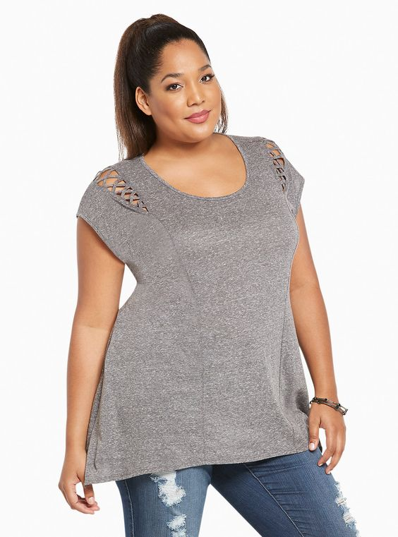 Oh you thought this was just your average tee? Think again! The heather grey speckled knit gets a curvy upgrade with seamed detailing, but stays…