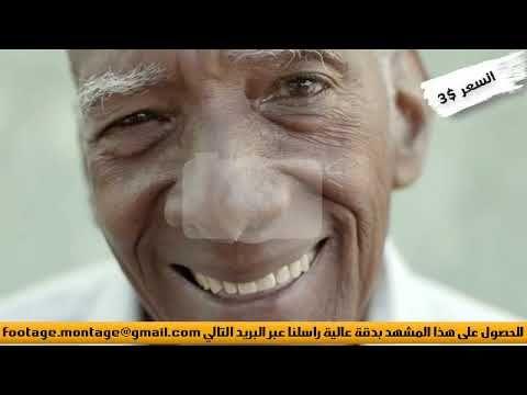 مشهد تقترب الكاميرا من وجه رجل عجوز يبتسم في سعادة لأعمال المونتاج 2351519 Baseball Cards Sports Baseball