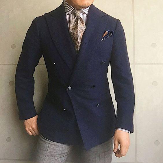 . 2017/05/01. . おはようございます✨. . . . 先週末、beamsF新宿の1周年で… . . . 西口さん @shuhei_nishiguchi が いらっしゃったので、 ここぞとばかりにタイをセレクトしてもらい. それに合わせてシャツも査収✨. . . もともとペイズリー好きですが、 これは初の色味で、かなり気に入ってます. . . 買ったらすぐに着たいので 早速コーデしてみました✨. . . . ちなみに、パンツはブラウンのグレンプレイドです. . . . 西口さん セレクトしていただきありがとうございました 選んでいただいてる時のマニアックなお話も とても楽しかったです✨ またお願いします. . . . . . Jacket #STILELATINO Tie #adandc Shirts #beamsf Chief #STEFANOCAU Pants #incotex * * * #mensstyle #mensfashion #menswear #mnswr #wiwt #fashionable ...