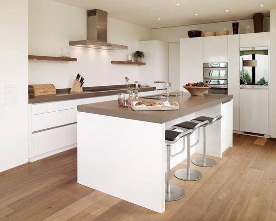 Moderne Küche und heller Parkettboden Zukünftige Projekte - küchen in holzoptik