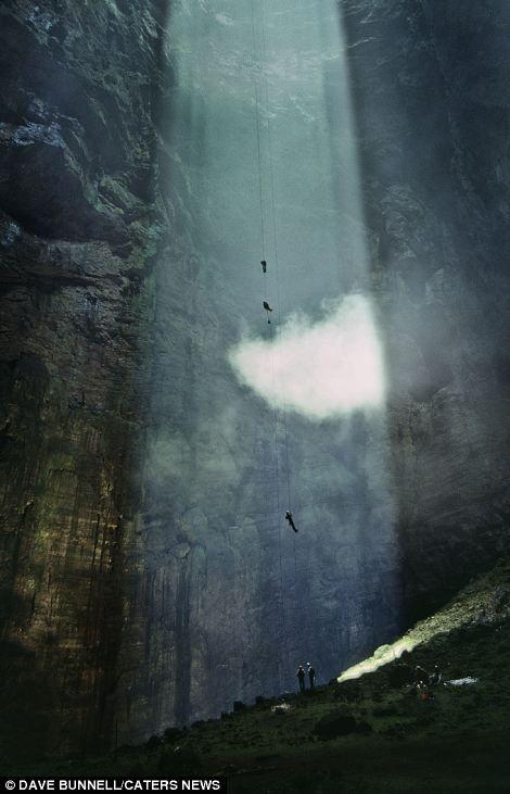 Sotano de las Golondrinas, Cavers explore a cavern so deep clouds form inside photo by Dave Bunnell