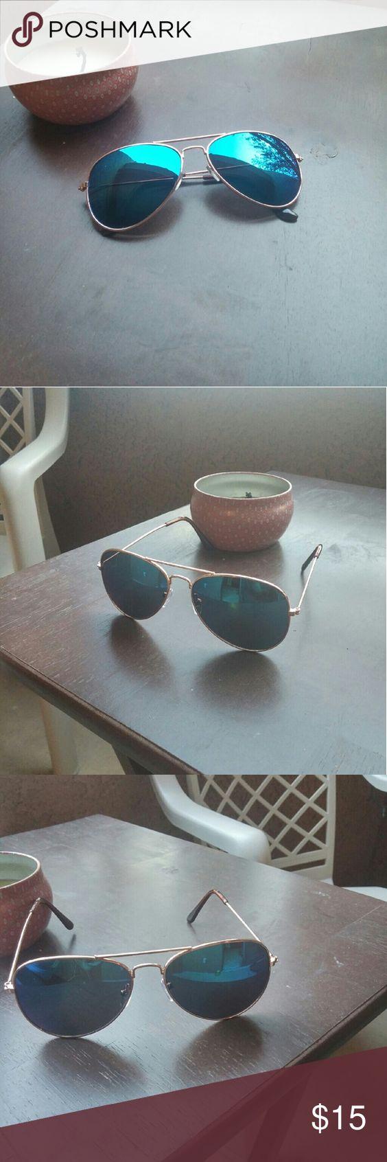 New Blue Mirrored Aviators New in package! Unisex aviators in a mirrored blue finish, UV400 Accessories Sunglasses