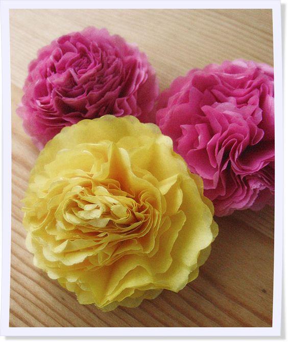 DIY - so bastelt Ihr hübsche Rosen aus Papier.