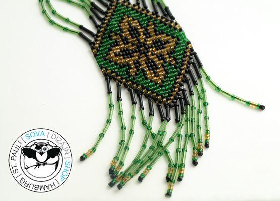 Ethno Folklore Perlenkette - Sova Shop - Diese Kette wurde aus Glasperlen nach alten ostslawischen, folkloristischen Muster hergestellt.    Es sind Kraftzeichen und stehen für die Weiblichkei