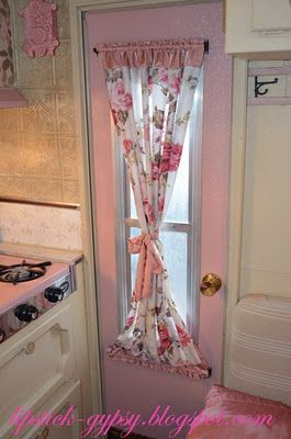 Like the curtain style on the door
