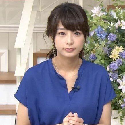 青色シャツの宇垣美里アナ