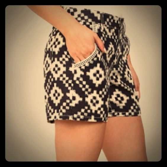 Vince Camuto Tribal Diamond Five-Pocket Short NWT TWO by Vince Camuto Tribal Diamond Five-Pocket Shorts. Size: 30. Color: evening navy. 55% Linen, 45% Cotton Imported Button^Zipper closure Machine Wash Tribal diamond 5 pocket short sorry  trades Vince Camuto Shorts Skorts