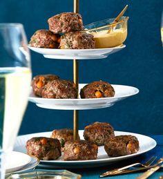 Rindfleisch-Kichererbsen-Buletten mit Sesam-Dip: Die Mini-Buletten sind mit Minze gewürzt - und ratzfatz vernascht.