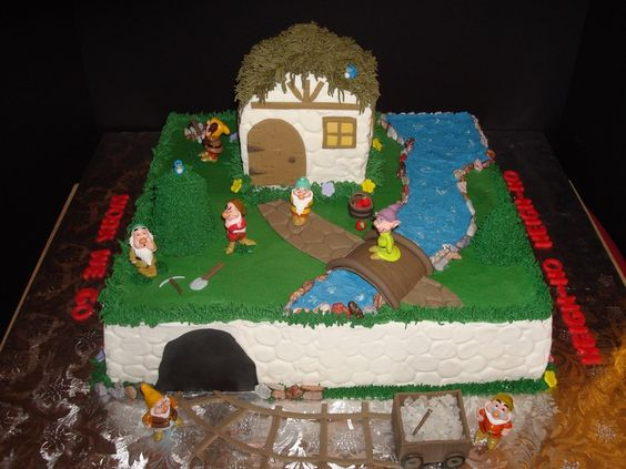 Disney's Snow White and the 7 Seven Dwarfs Cake with Cottage — Birthday Cakes
