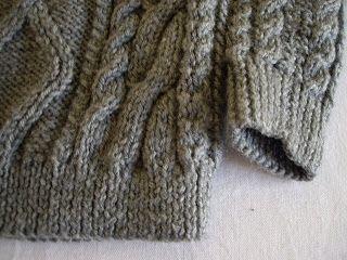 detalhe blusão cinza