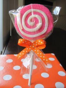This lollipop cookie makes a fabulous party favor!