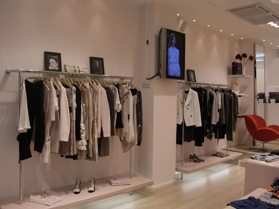 Mikonkatu 2 (Pohjois-Esplanadi), Helsinki - Finlande #tarajarmon #store #merchandising #Finland #Finlande