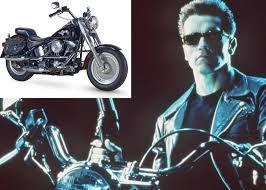 16 Arnold Schwarzenegger raise up Harley Davidson