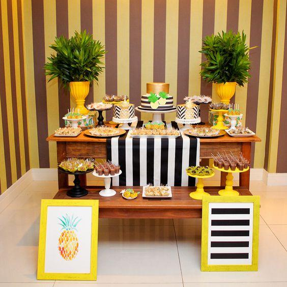 Decoração de mesa do bolo para tema Abacaxi em Pineapple Party:
