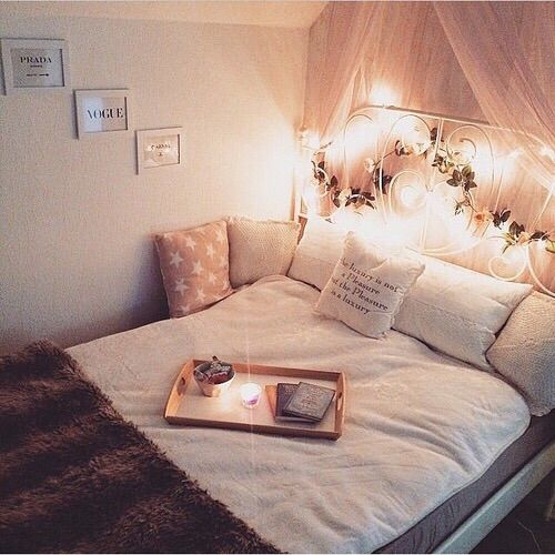 Image via We Heart It https://weheartit.com/entry/176269640 #bedroom #cushions #cute #fairylights #girl #girly #goals #heart #love #roomideas #tumblr #white