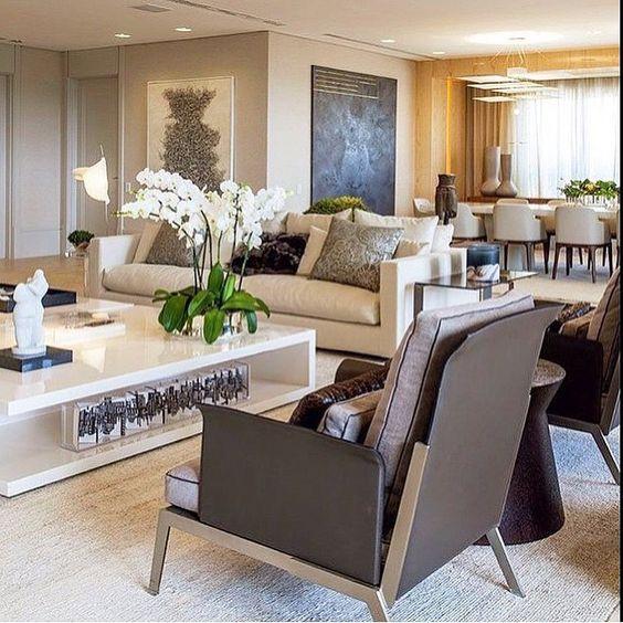 Living room, destaque para o mobiliário minuciosamente escolhido, deixando…