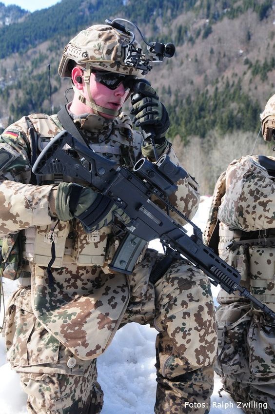 """Future Soldier on the march: Rheinmetall hands over """"Gladius"""" soldier system to the Bundeswehr   http://www.rheinmetall-defence.de/en/rheinmetall_defence/public_relations/news/latest_news/details_3264.php"""