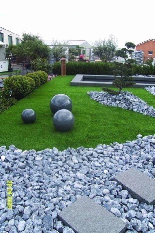 Boules De Gravier De Granit En 2020 Decoration Jardin Exterieur Amenagement Jardin Devant Maison Amenagement Jardin