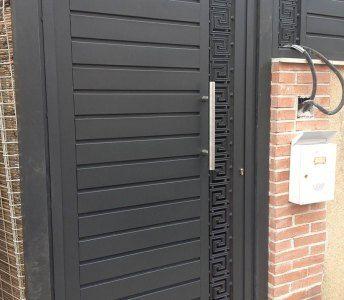 Puerta de hierro exterior moderna porton pinterest for Puertas hierro exterior