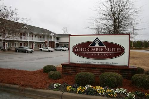 Affordable Suites Wilson Wilson (North Carolina) The Affordable Suites Wilson is just 3 miles from Interstate 95 and offers guests apartment-style suites. All units have a full kitchen and separate living and sleeping areas.