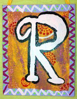 Dag 1: achtergrond + kader schilderen. Dag 2: de eerste letter van hun naam schilderen in de stijl en kleur dat de kinderen willen + extra versieringen aanbrengen. Dag 3: de letter omlijnen met stift + lus aanbrengen om het schilderij op te hangen.
