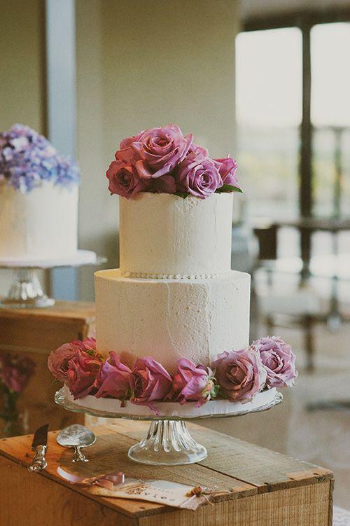 White cake with fresh roses www.cjwilliamsphoto.com.au