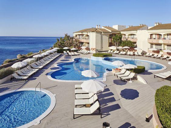 Sonne, Strand, Meer und ganz viel Ruhe — auf Mallorca kannst du nicht nur super Party machen, sondern dich auch …