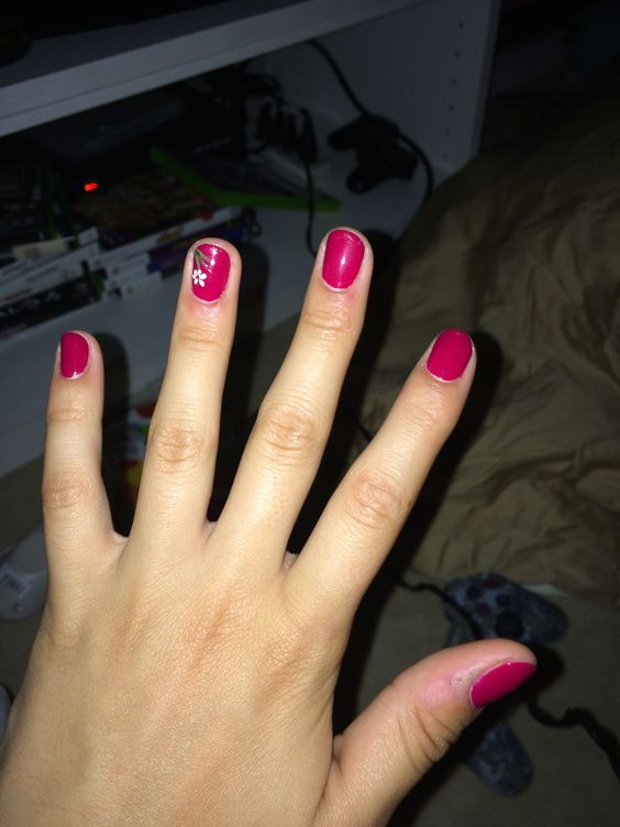 Cute fall nails #fallnails #flowers #reddishpink