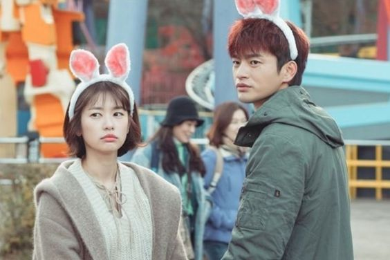 """Jung So Min And Seo In Guk Have Fun At An Amusement Park In """"The Smile Has Left Your Eyes"""""""