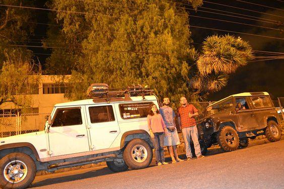 """Pros lanceiros do instauram encontramos um membro dos """"amigos Land Rover"""" do Equador na cidade de Cuenca. O Trambolho de branco e uma 90tinha ano 86. #cuenca #ecuador #amigoslandrover #megamacaqueiros #landrover #landroverbrasil #landroverdefender #overlanders #offroad #4x4 #brasil #minasgerais #ipatinga #america #americadosul #visitsouthamerica #southamerica #discoversouthamerica #sobrelugares #lugaresdomundo #americaeomundo #travelsouthamerica #travel #overlanderbrasil by megamacaqueiros…"""