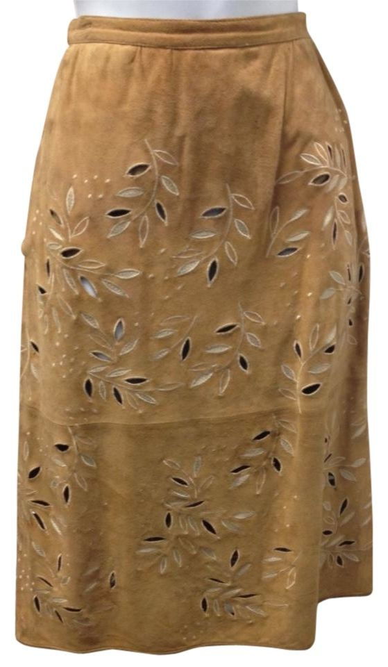 Valentino Chic Suede Waist 26.5 Skirt. Free shipping and guaranteed authenticity on Valentino Chic Suede Waist 26.5 Skirt at Tradesy. Valentino suede skirt for all occasions ...very ch...