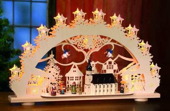 """Lichterbogen """"Altstädter Weihnachtsmarkt"""" mit Scherenschnitt-Figuren und -Motiven, reizvoll kombiniert mit bemalten Figuren und Kirche aus H..."""