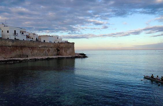 Abendstimmung an der Porta Vecchia, Monopoli, Apulien, Süditalien.  / / / / /  casapolpo.com (Ferienwohnung) CASA POLPO appartamento #italien #apulia #monopoli #puglia #italia #urlaub #ferienwohnung #casapolpo #travel #italy