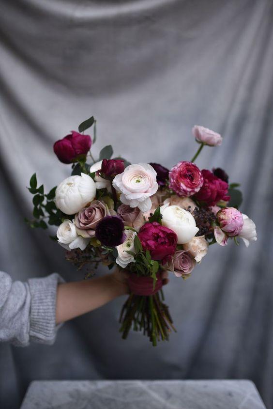 Winter Bouquets Of Peonies Ranunculus And Roses Blumenstrauss Hochzeit Braut Blumen Brautstrauss