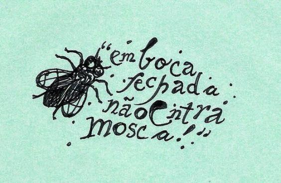 Em boca fechada não entra mosca.