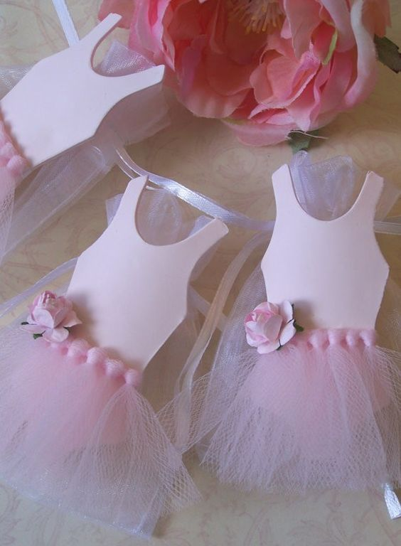 Ballerina wedding favor bags, pastel pink holder for Valentines day wedding, romantic wedding ideas #2014 Valentines Day gift www.dreamyweddingideas.com