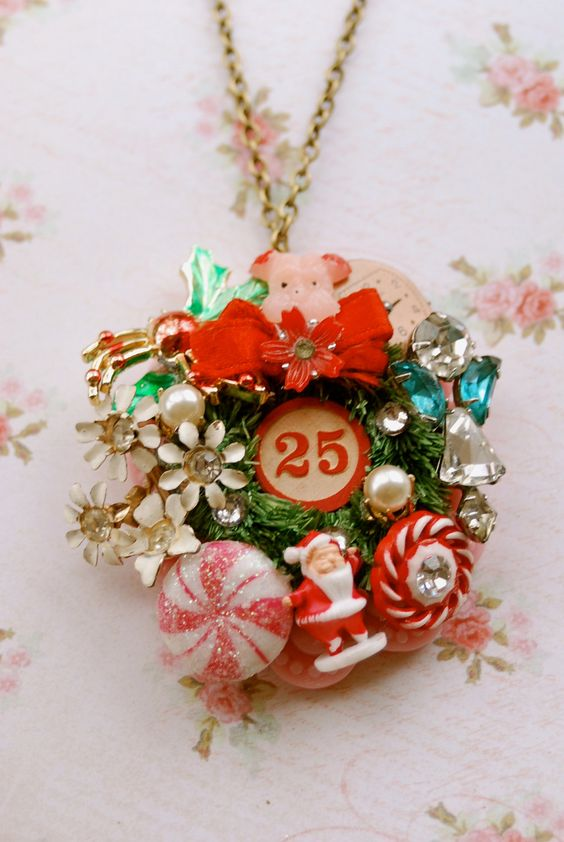 He's coming to town. retro, kitsch, Christmas charm necklace. Tiedupmemories